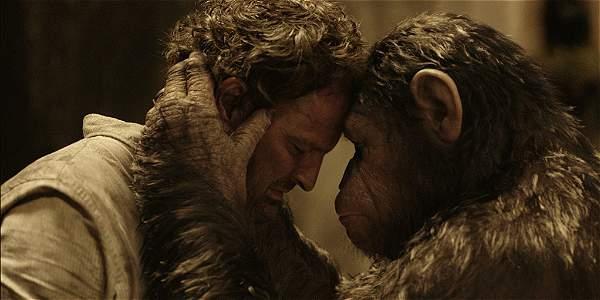 Jason Clarke (izq.) y Andy Serkis (César) protagonizan la cinta.