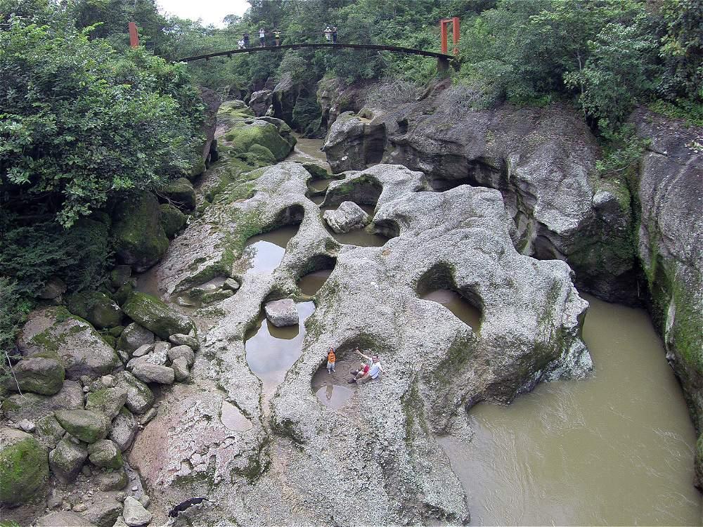 El Cañón del Mandiyaco es un escenario por el que se puede caminar, pero no bañarse en las aguas que lo rodean.