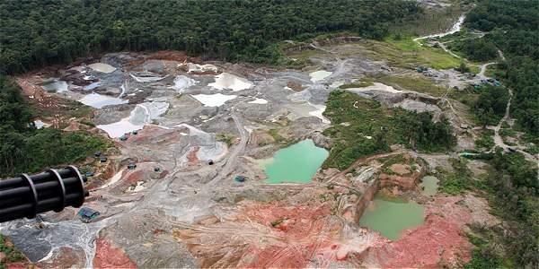 Según cálculos conservadores, la explotación ilegal de oro en Colombia mueve alrededor de 45.000 millones de pesos al mes