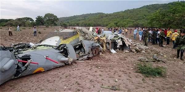 El avión FAC 1261 cayó a 20 minutos del casco urbano de Codazzi (Cesar). El fuselaje quedó esparcido en varias fincas.