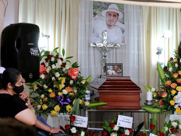 Familiares de Óscar Obando, durante su velación.