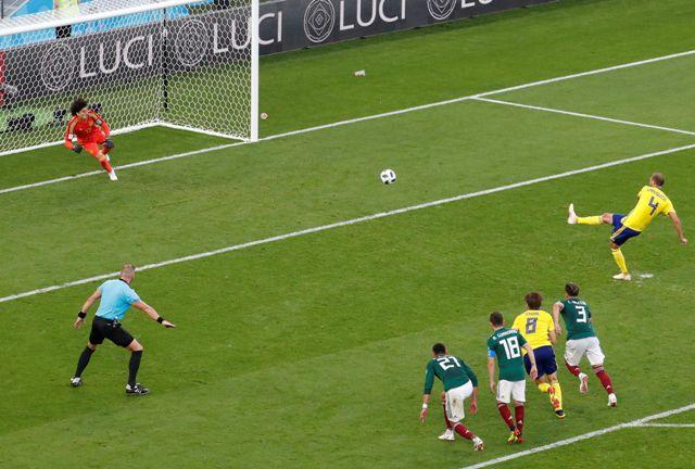 México perdió ante Suecia pero consiguió el boleto a octavos de final del Mundial