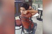 Adolescente de 14 años es capaz de girar su cabeza 180 grados