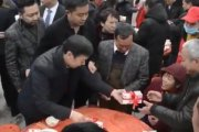 Millonario chino gasta casi 2 millones de dólares en regalos a los habitantes de su ciudad