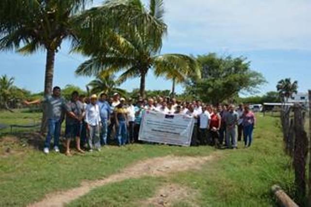 Pemex beneficia a productores y sus familias de la Península de Atasta