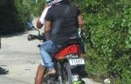 Pareja en motocicleta asalta a mujeres en Progreso