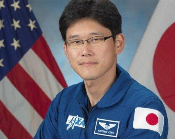 Astronauta japonés pide disculpas por decir que creció nueve centímetros