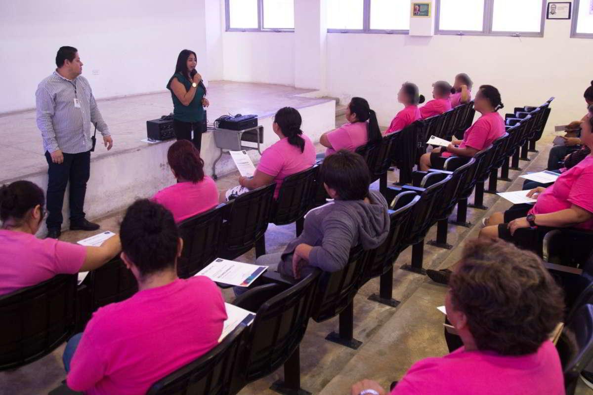 Concluyen talleres en el Cereso Femenil