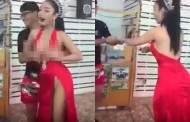 Mujer en Tailandia se deja tocar los senos a cambio de dinero