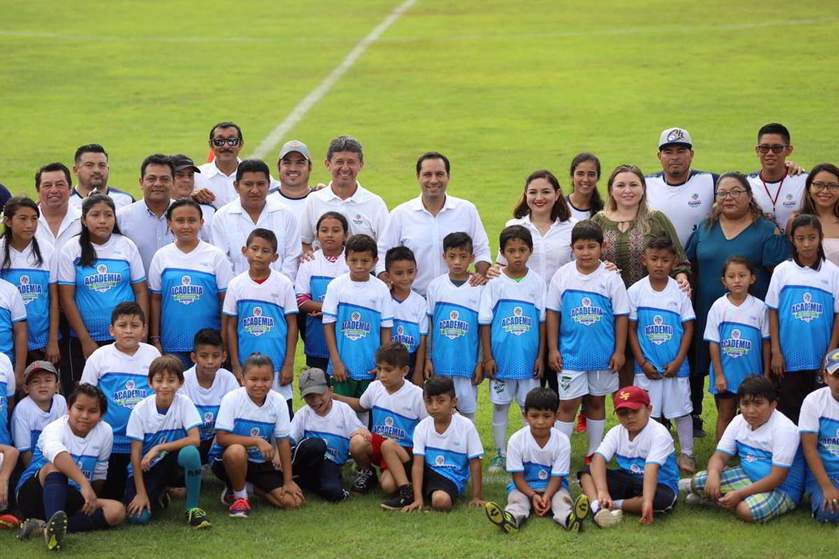 El Gobernador visita la Academia de Iniciación Deportiva