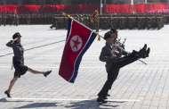 Corea del Norte celebra su aniversario con un desfile militar