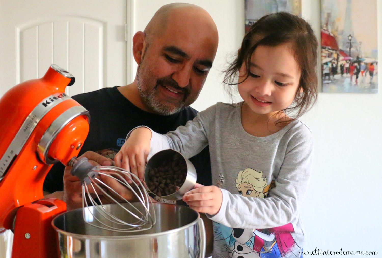 Brownies_cubiertos_de_queso_crema_miel_duraznos