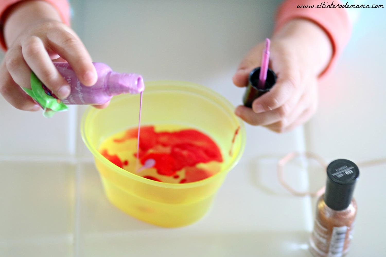 Nail-polish-marbled-eggs-diy