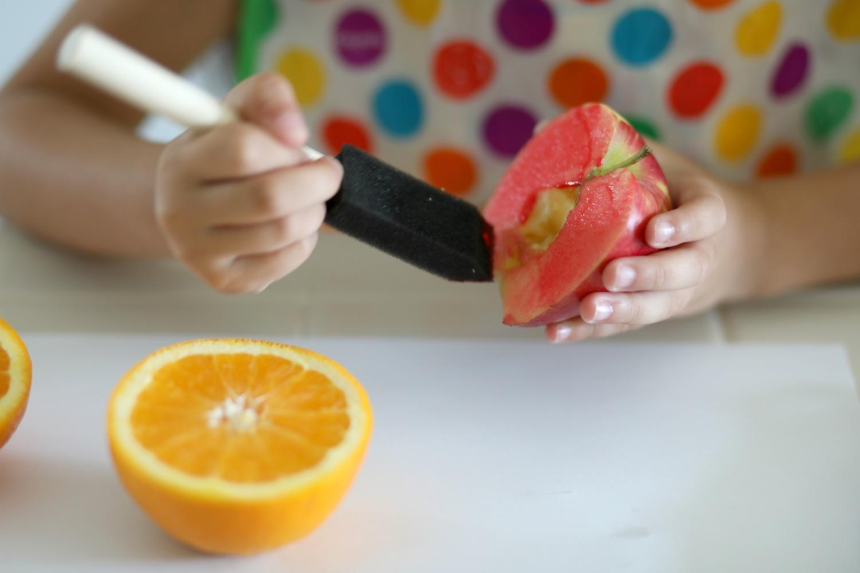 DIY-fruit-stamped-lunch-bag