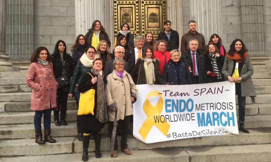 las asociaciones de afectadas por endometriosis llevan sus reclamaciones al congreso de los diputados