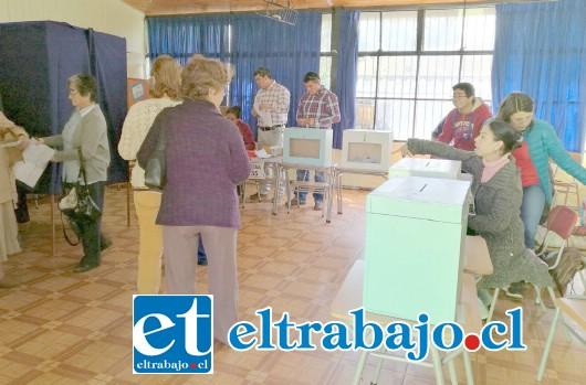 En la Escuela José De San Martín durante la jornada del domingo no hubo mayores inconvenientes en el proceso eleccionario municipal.