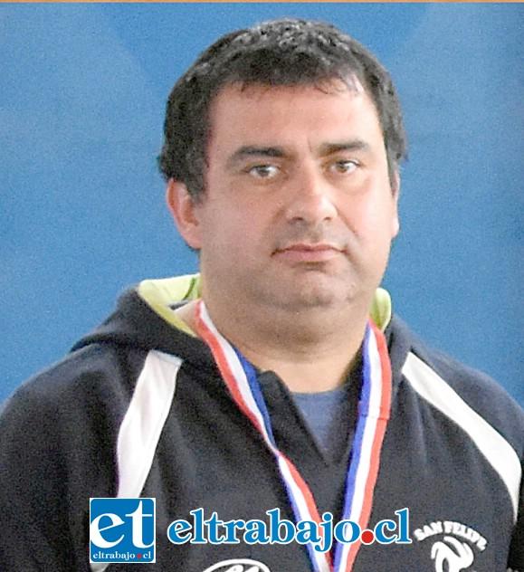 Entrenador de las seleccionadas sanfelipeñas, Carlos Mercado.