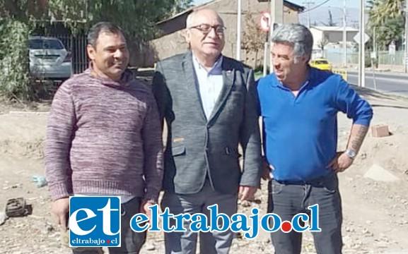 Miguel Torres junto al Seremi de Transporte José Guzmán y Marcos Brito, el día de la visita.
