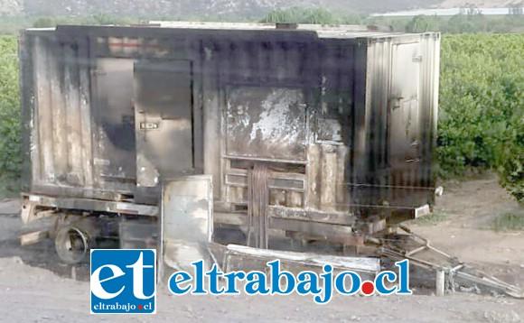 El generador eléctrico fue incendiado por un grupo de desconocidos durante la madrugada de este miércoles en el sector El Escorial de Panquehue.