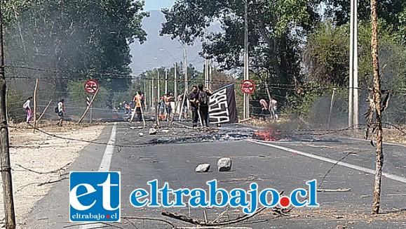 La ruta que une San Felipe con Putaendo fue tomada por manifestantes.