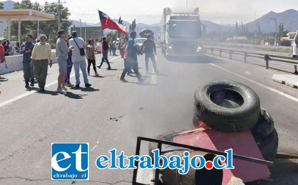 Las manifestaciones se registraron la tarde de este domingo en la ruta 5 Norte en la comuna de Llay Llay, siendo detenidas cuatro personas por parte de Carabineros. (Fotografía archivo manifestaciones en Llay Llay).