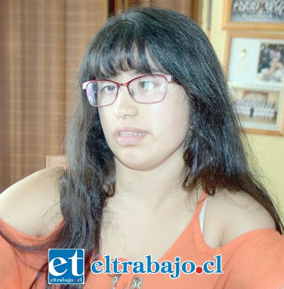 FORJANDO SU FUTURO.- Cecilia Verdejo cumplirá este lunes 16 sus 22 años de edad, en un año ya será una profesional.