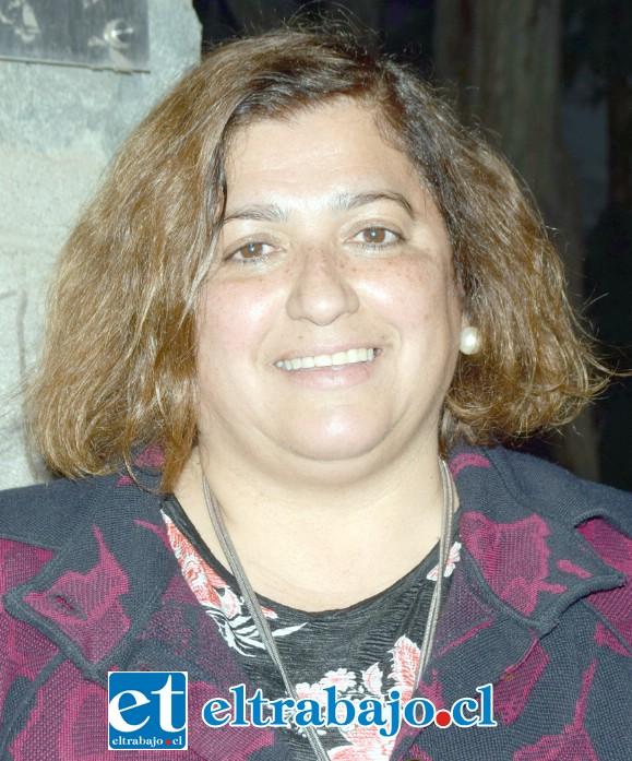 Marcela Zamora Salinas, concejala putaendina que coordinó con los crianceros de Petorca esta valiosa donación.