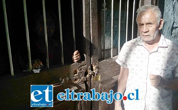 Francisco su vecino, preocupado de la situación, pide ayuda por su vecina Charito. Ella nos pidió un favor, que no le sacáramos fotos.