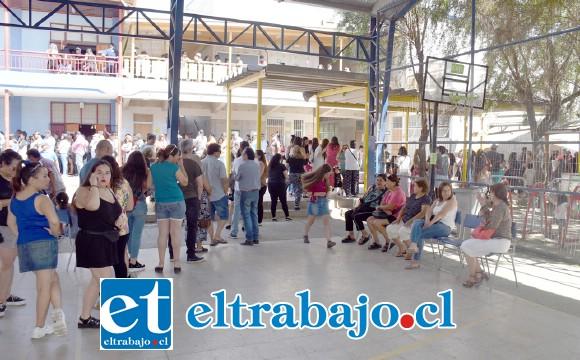 Con gran entusiasmo y masividad se realizó la consulta ciudadana en Llay Llay, donde en total participaron 3.072 personas este domingo.