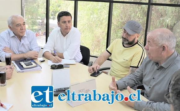 El alcalde Patricio Freire se reunió con dirigentes y representantes de los sindicatos de la conservera Pentzke, donde se abordaron distintas alternativas para apoyar a los extrabajadores.