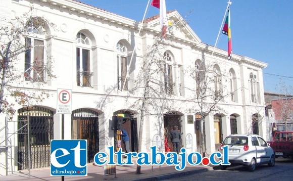 Desde la Municipalidad de Los Andes se informó que la única solicitud de revisión sobre plagas en el sector de Villa Alto Aconcagua, es sobre cucarachas, no teniendo antecedentes respecto a plagas de murciélagos.