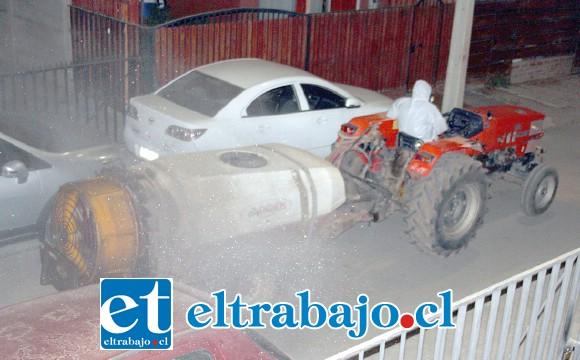 DETRÁS DE LA NOTICIA.- Esta fotografía de Diario El Trabajo se tomó cerca de la media noche del miércoles en La Troya, en una cobertura especial de nuestro medio en terreno.
