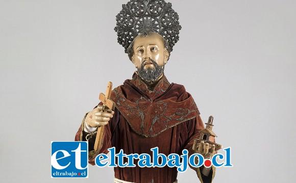 EN REPARACIÓN.- Esta es la imagen de San Francisco de Asís, santo patrono de Curimón que está siendo restaurada.