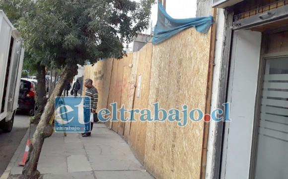 Este es el frontis de la construcción en calle Merced, la cual una vez más fue víctima de robo pese a encontrarse en pleno centro de la ciudad.