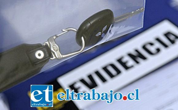 Las llaves de uno de los vehículos recuperados.