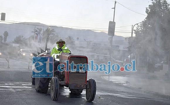Son alrededor de 30 los tractores que durante varias semanas han sanitizado los sectores urbanos y rurales de la comuna.