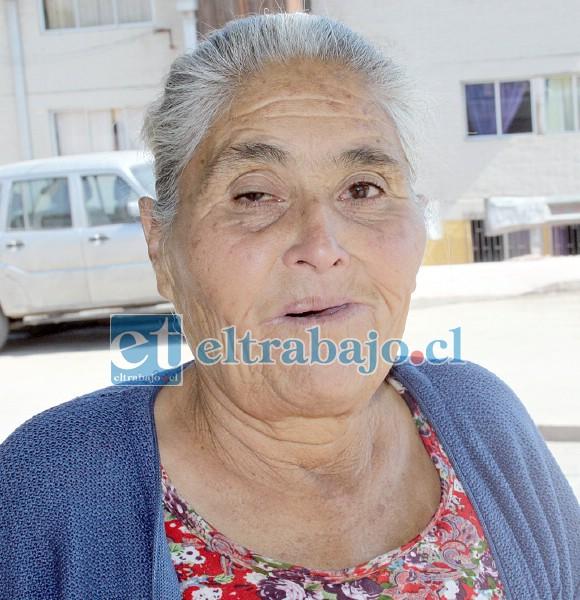 María Aranda, otra vecina que ve con alegría ejecutarse el proyecto.