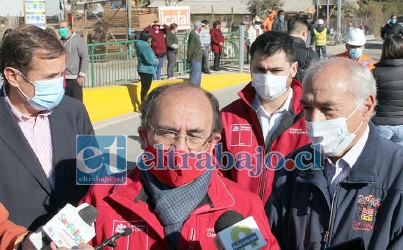 ELLOS LA LLEVAN.- Las autoridades principales: Diputado Luis Pardo, gobernador Claudio Rodríguez, el Seremi Raúl Fuhrer Sánchez y el alcalde Patricio Freire, hablando con la prensa.