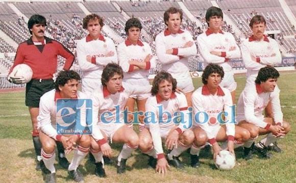 En esta formación albirroja donde aparecen jugadores de renombre nacional, Sergio Marchant está entre: Oscar Fabbiani y Mariano Puyol.