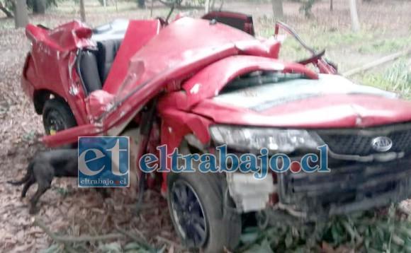En este estado quedó el automóvil tras sufrir el violento accidente.