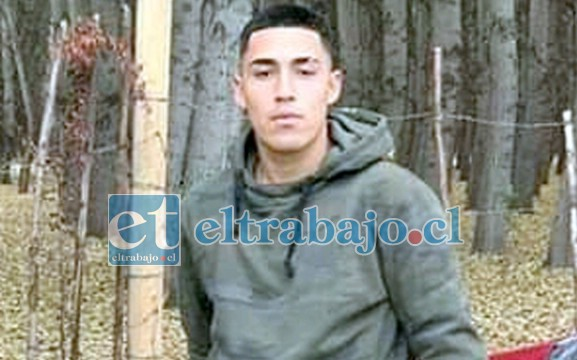 Matías Carvajal Aravena, de 18 años de edad, falleció en el lugar del accidente.