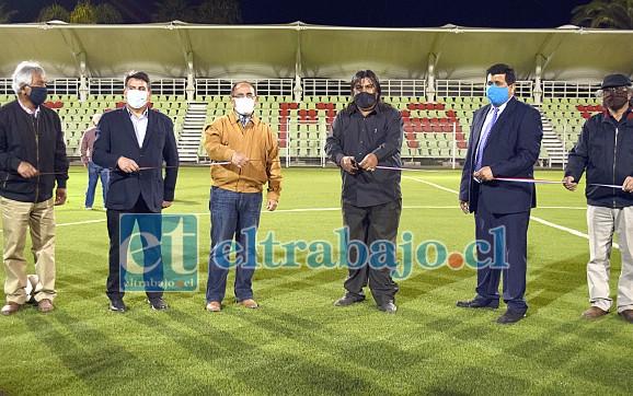 ESTADIO NUEVO.- Autoridades comunales, provinciales y regionales procedieron al corte de cinta del nuevo Estadio Municipal de Santa María la tarde de este sábado.