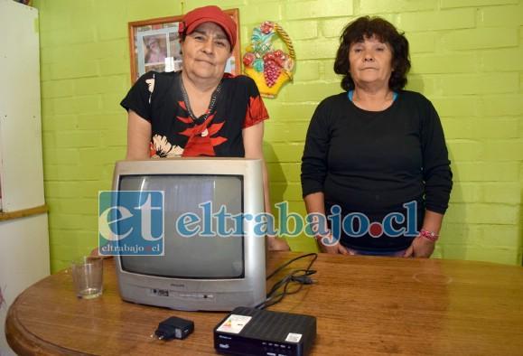 VECINAS AFECTADAS.- Las vecinas Brisalia Berríos y Jeannette Herrera también perdieron varios electrodomésticos en sus hogares.