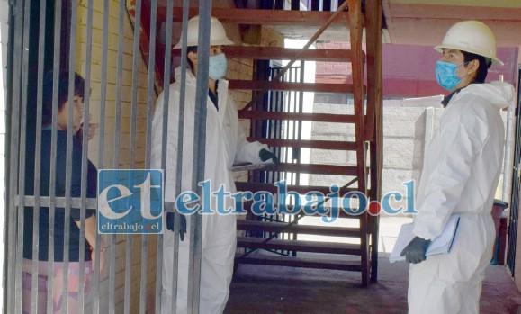 ELABORAN CATASTRO.- Funcionarios a contrata de Chilquinta visitaron casa por casa para crear un catastro de daños en el vecindario.
