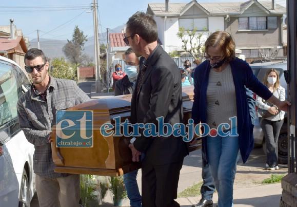 SERÁ CREMADA.- Sus restos mortales fueron trasladados este lunes hasta Santiago, donde será cremada en pocos días.