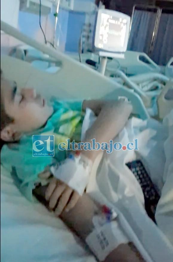 URGEN DONANTES.- Aquí vemos al pequeño Antonio Eva Esparza, recibiendo una de las tantas transfusiones, lo que le mantiene vivo.