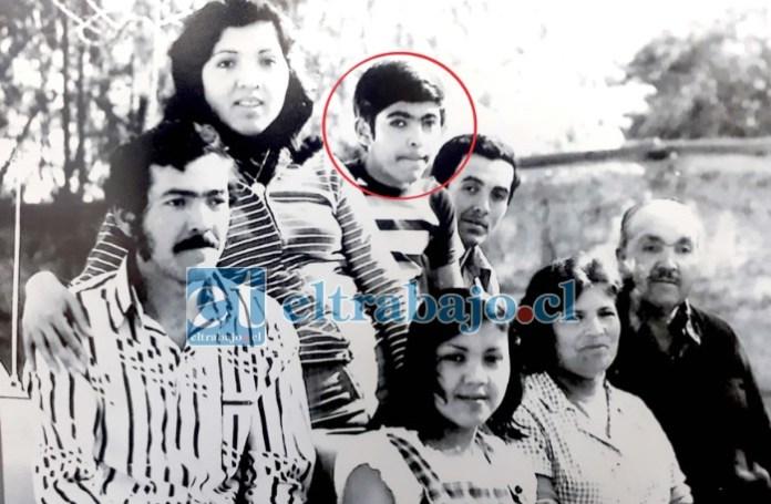 UNA GRAN FAMILIA.- Aquí vemos al tremendo Alejandro con sus padres Rubén Saá y Feliciana Fernandoy, y otros de sus hermanos.