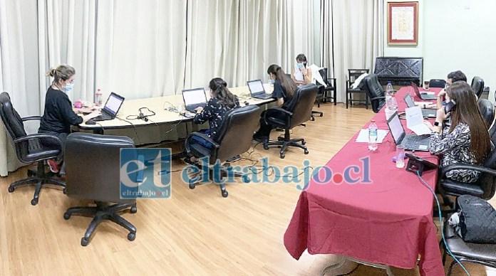 El municipio dispuso de un 'callcenter' para recibir las postulaciones en los siguientes números telefónicos: +56 995981331, +56 940784355, +56 957783027 ó 34 2509043.