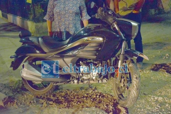 DAÑOS MENORES.- Esta es la motocicleta en la que se desplazaba la persona que resultó lesionada.