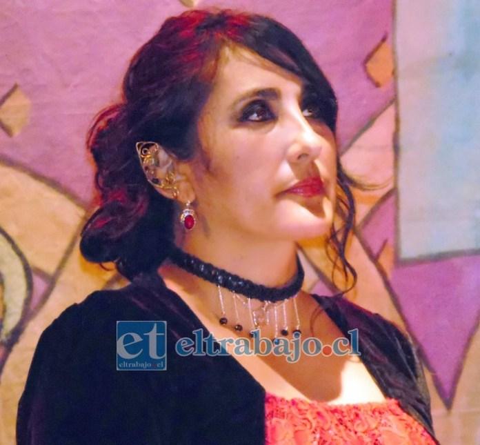 NOS DEJA LORENA.- Psicóloga y corista aconcagüina, Lorena Fernández Cuevas. Fue sepultada este sábado en horas de la tarde.